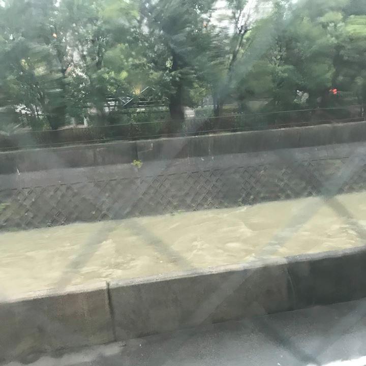 台風21号で川が増水